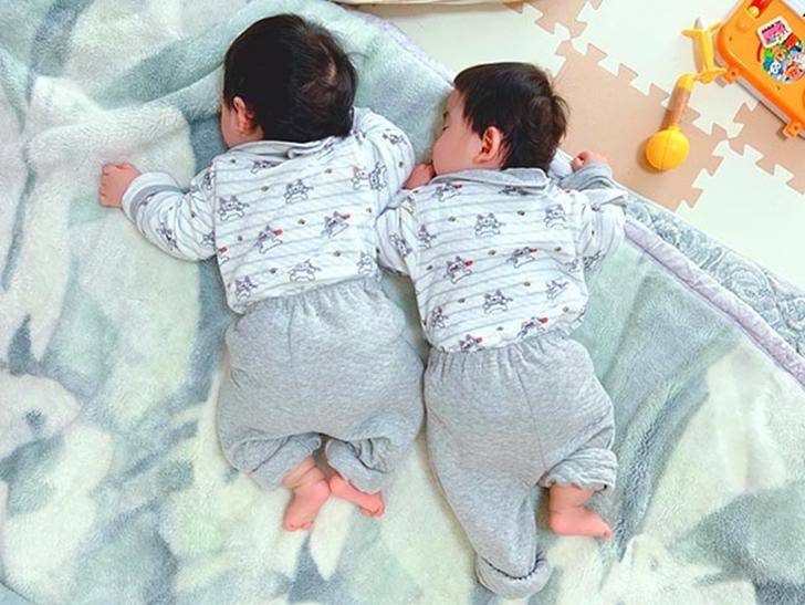 쌍둥이는 이것도 닮는구나